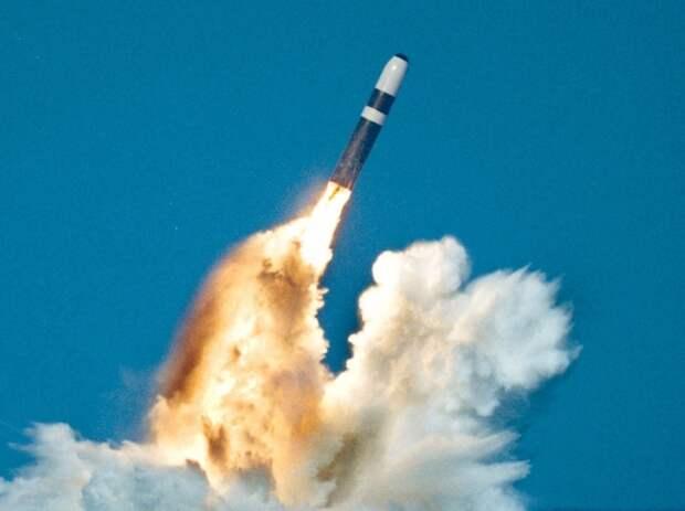 Лондон увеличит свои военные расходы на 200 млрд фунтов-стерлингов в следующую декаду и нарастит ядерный арсенал