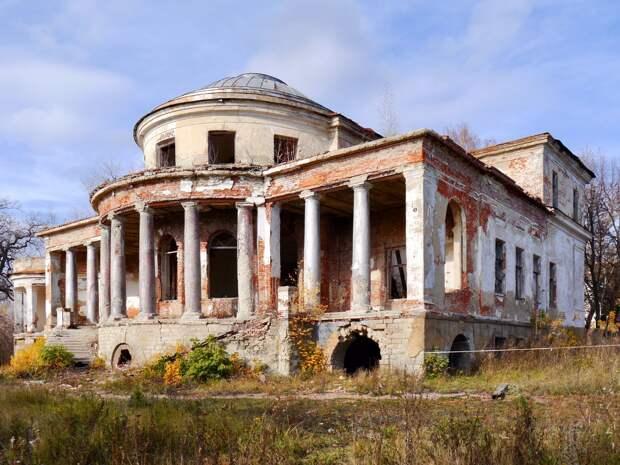 Дворец оказался в кошмарном состоянии. /Фото: autotravel.ru