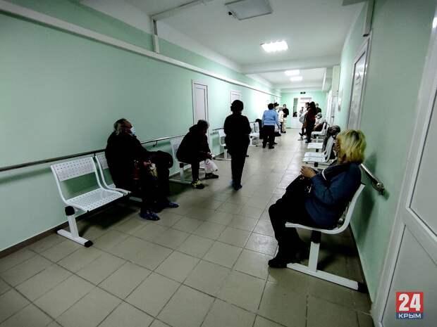 Глава Крыма поручил решить проблему очередей в городских поликлиниках