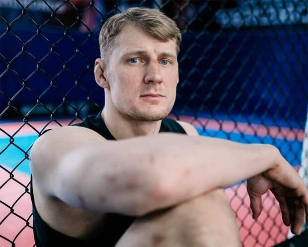 Волков доставлен в больницу после боя с Оверимом в UFC: фото травмы