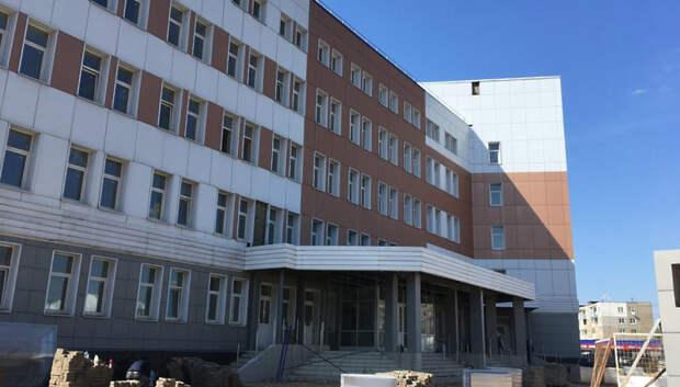 Более 200 рабочих достраивают поликлинику для больных Covid‑19 в Подольске