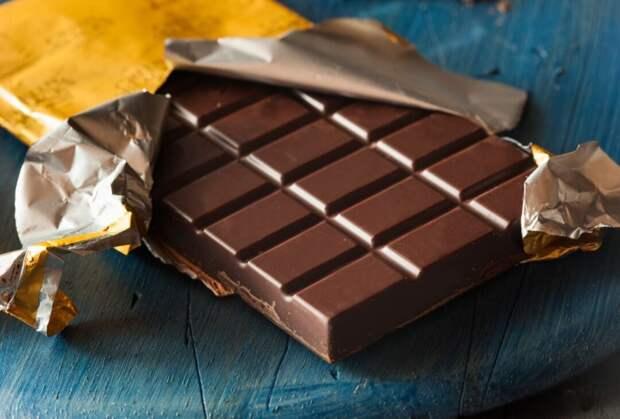 Денис дарил мне шоколадки в знак особого внимания и уважения