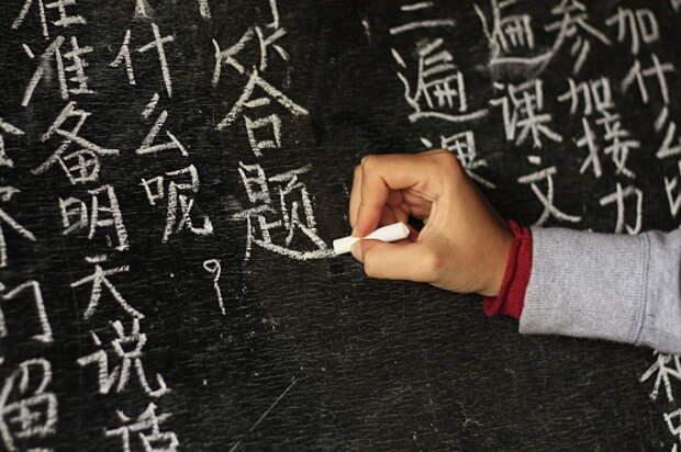 Пенсионеры из Бабушкинского осваивают азы китайского языка