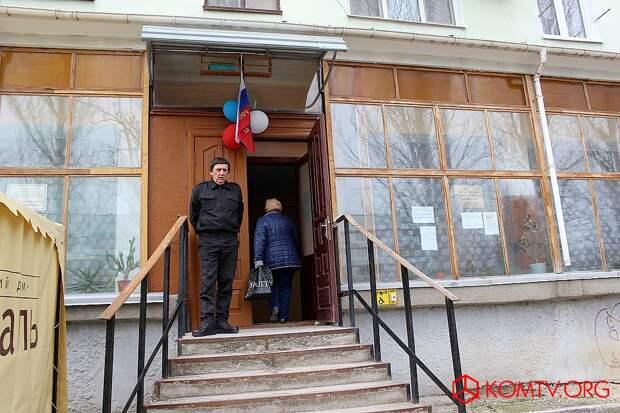 Избирательный участок №448 (библиотека, ул. Крымская) Выборы в Крыму 2018