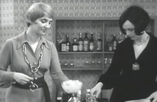 То самое платье в фильме *Опасный поворот*, 1972 | Фото: culture.ru