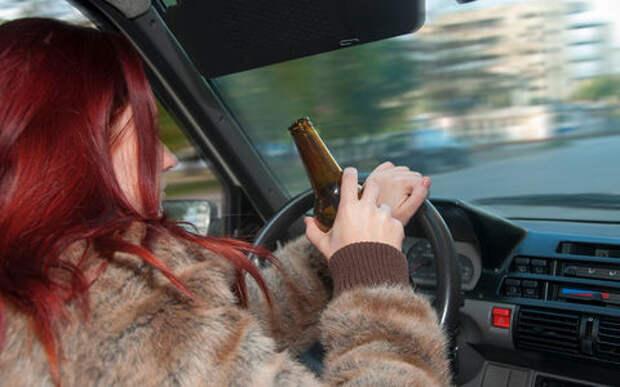 Пьяная мать с тремя детьми и без прав наехала на бензоколонку