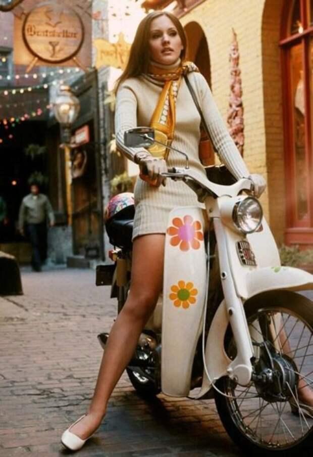 Яркий и оригинальный стиль хиппи до сих пор остается в моде.