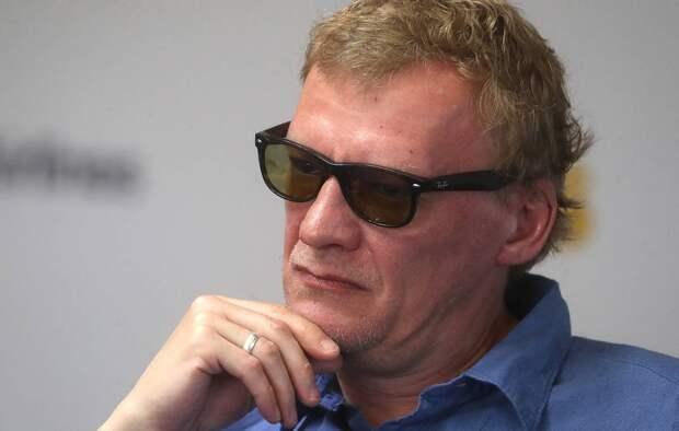 Актер Серебряков заявил, что не переезжал из России