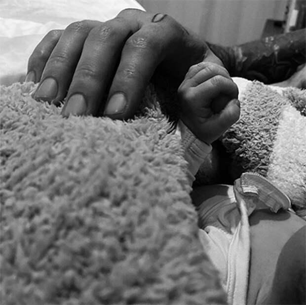 Джиджи Хадид и Зейн Малик впервые стали родителями: первые фото малыша