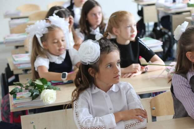 Стулья в российских школах предложили заменить ковриками