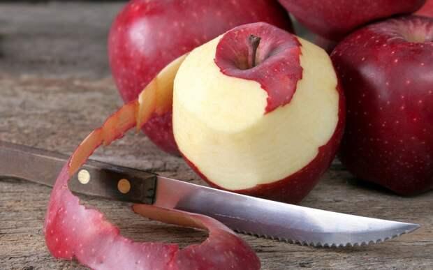 В кожуре яблока содержится антиоксидант кверцетин. / Фото: smak.ua