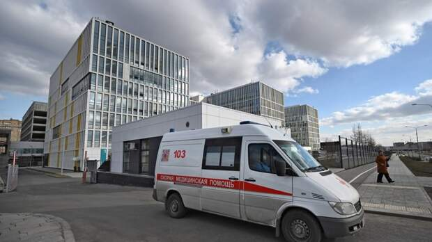 Медсестры массово увольняются из «Коммунарки» из-за бардака и низких зарплат. «Путинских надбавок» им не дали.