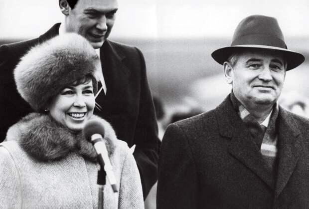 Раиса Горбачева: почему самую стильную первую леди СССР не любили