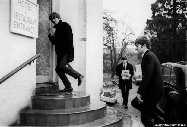 14 The Beatles - UK Tour, 1963.jpg