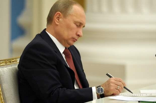 Песков: «Он же Путин, он не спит»