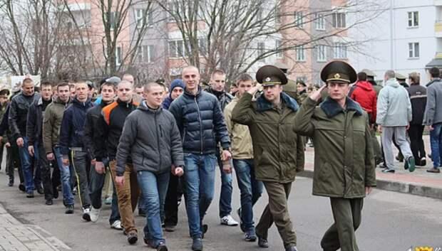 Около шести тысяч жителей Подмосковья призовут на службу в осенний призыв