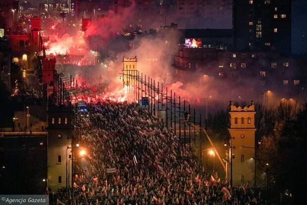 Смотри, десятки тысяч людей на улице, столкновения с полицией!