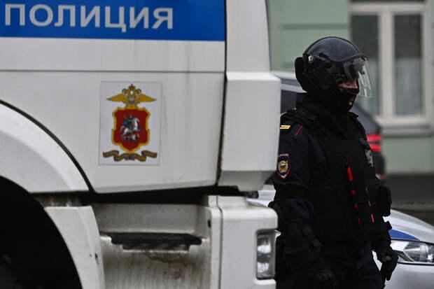 В московском озере нашли привязанное к сточной решетке тело 14-летней  девочки: Криминал: Силовые структуры: Lenta.ru