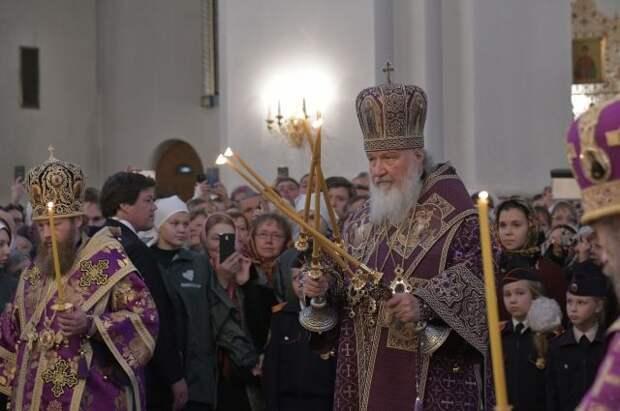 Патриарх Кирилл освятил куличи и яйца перед Пасхой