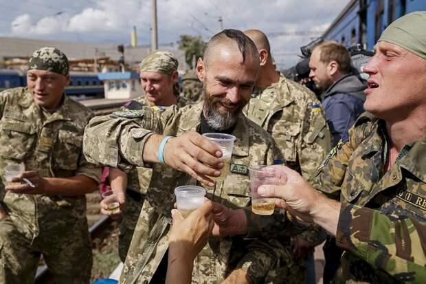 Пьяный матрос ВСУ, управляя грузовиком, снес гражданский автомобиль в Донбассе