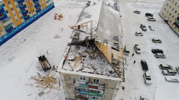 Житель Сахалина погиб под обломками крыши, сорванной ветром