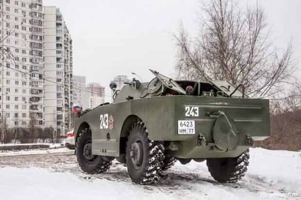 Между колёсами видны дополнительные шасси. авто, автомобили, брдм, брдм-1, бронеавтомобиль, броневик, военная техника, тест-драйв