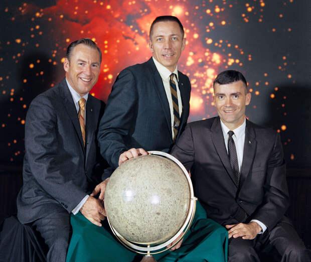 Слева направо: Джеймс Ловелл, Джон Суайгерт, Фред Хейз