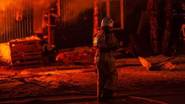 Дым окутал улицу во Владикавказе после взрыва в одном из домов