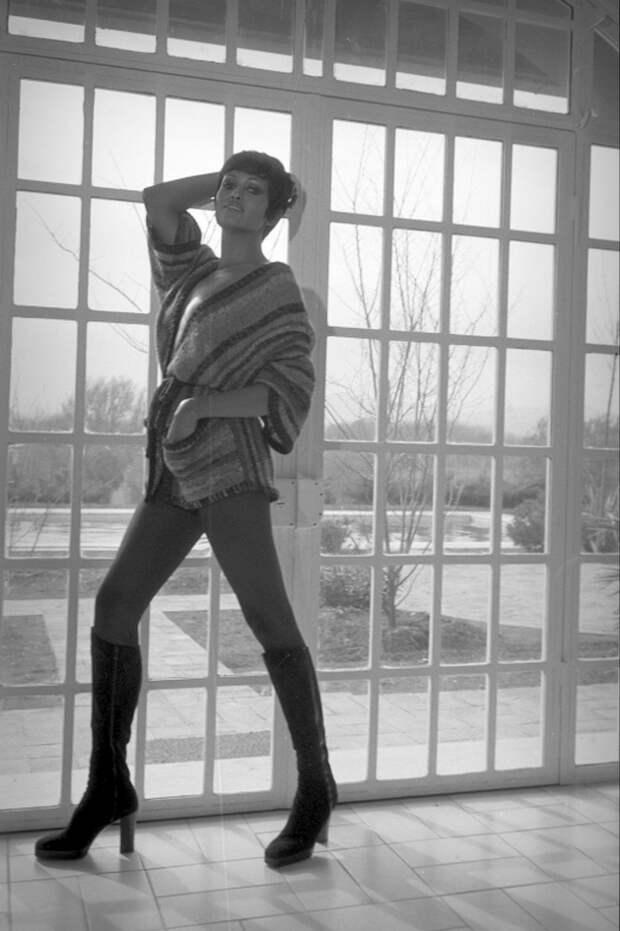 Прекрасная Пятница Арая Зеуди в эффектной фотосессии.