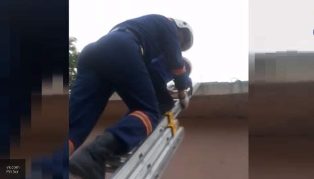 В Кировском районе спасатели сняли мальчика с трансформатора