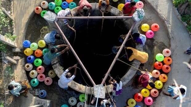 В индийском Ченнаи с населением 9 млн закончилась вода. Что там происходит?