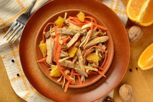 Салат из курицы с капустой и апельсином