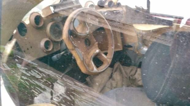 В салоне необычного 6-колесного автомобиля, судя по фото, широко использована древесина. fiat, авто, автоприкол, автотюнинг, прикол, самоделка, своими руками, тюнинг