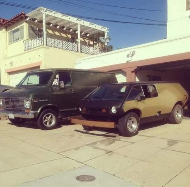 А вот посмотрите, как он выглядел рядом с классическим американским фургоном. Brubaker Box, авто, автодизайн, автомобили, минивэн, находка, олдтаймер, ретро авто