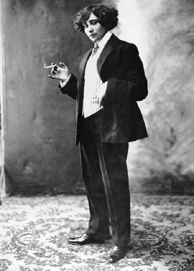 Жорж Санд позволяла себе вольности: ходила в мужской одежде и меняла молодых любовников.