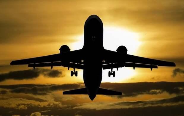 В Сети появилось видео попадания молнии в самолет, летевший из Екатеринбурга в Сочи