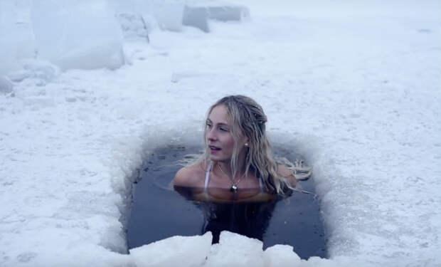 Утренняя зарядка по-шведски: ледяная прорубь