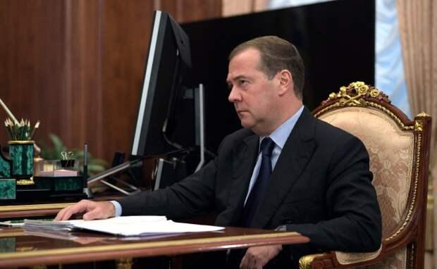 Медведев возглавил комиссию по борьбе – но с чем?