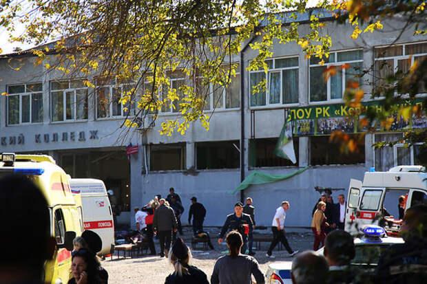 Сегодня проводили в последний путь троих убитых в керченском колледже (ФОТО, ВИДЕО)