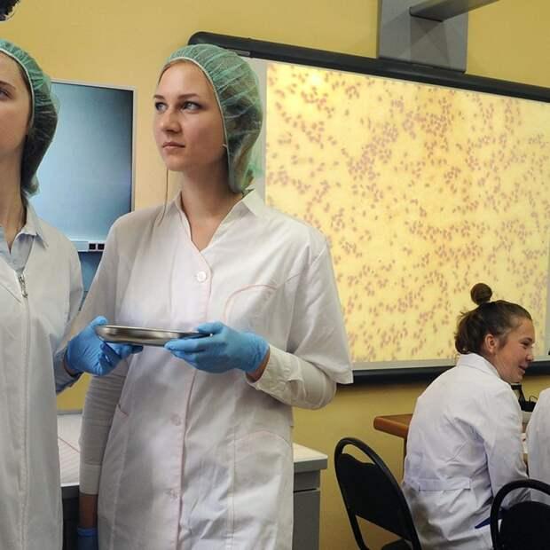 Студенты рассказали о решении практиковаться в коронавирусных больницах