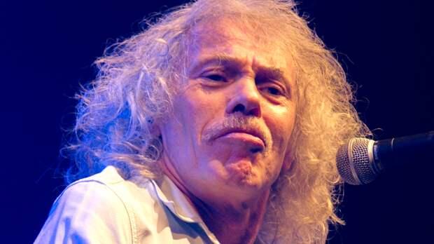 Британский бас-гитарист Ланкастер умер в своем доме в Сиднее