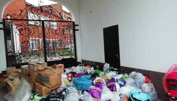 Волонтеры Подольска передали гуманитарный груз с одеждой в Калужскую область