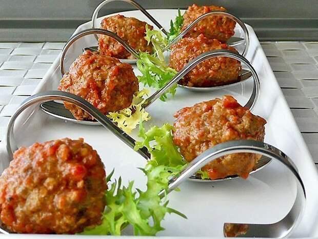 Фрикадельки в томатном соусе.