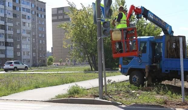 В Ижевске на перекрестке улиц Баранова и Мужвайская устанавливают светофор