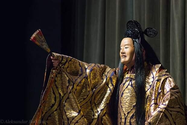 """15. В Японии до сих пор существует """"но"""" - древнейший вид японского драматического театра, для которого характерно использование масок. Он берет истоки еще в 14 веке. в мире, интересное, полезно, путешествия, страна, факты, фото, япония"""