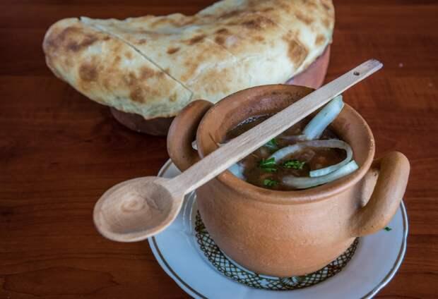 грузинская лепешка с фасолью