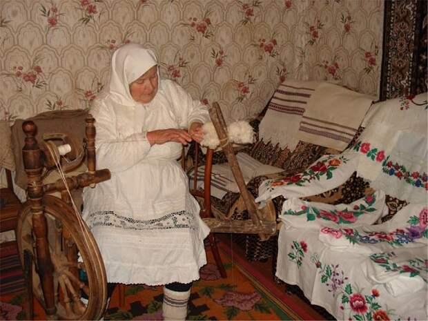 Бабушка вышила своими руками. Труд, заслуживающий уважения!!!