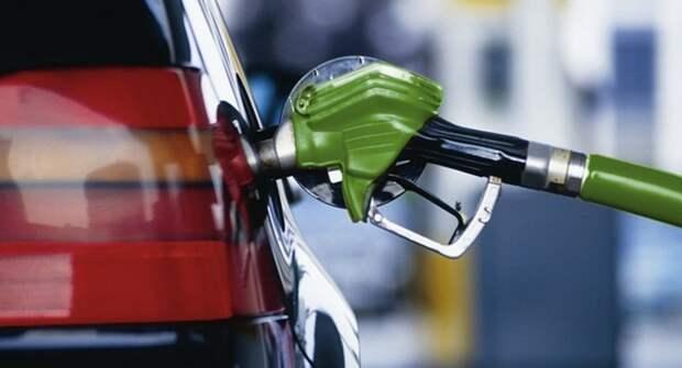 Сколько бензина на одну зарплату может купить россиянин, белорус и казах