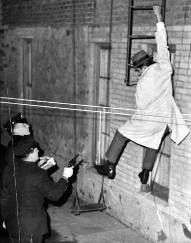 23 жестокие фотографии из преступного мира Нью-Йорка прошлого века (24 фото)