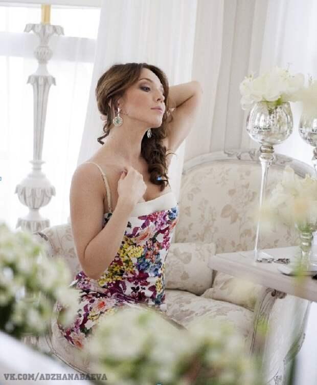 Потрясающая Альбина Джанабаева во все своей красе.